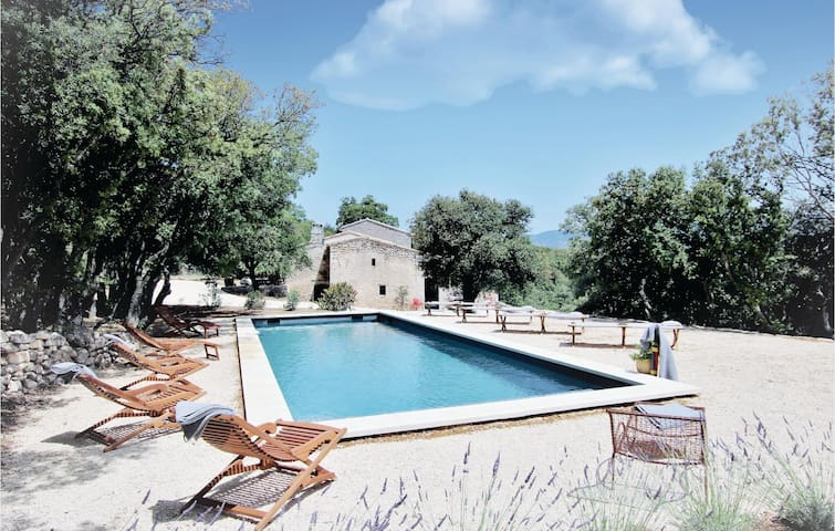 Holiday cottage with 5 bedrooms on 220m² in Bonnieux