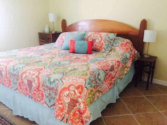 Spacious Guesthouse - Great for Families!