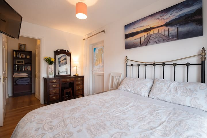 Charming double bedroom with private entrance