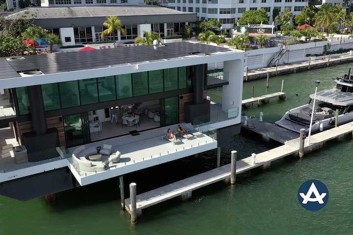 Sextant | Floating Mansion | Docked in Brickell | 10 mins to Beach