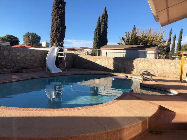 Room for rent in  Vista de oro area with pool