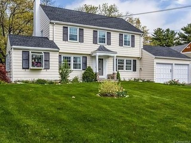 Traditional Colonial Near West Hartford Center
