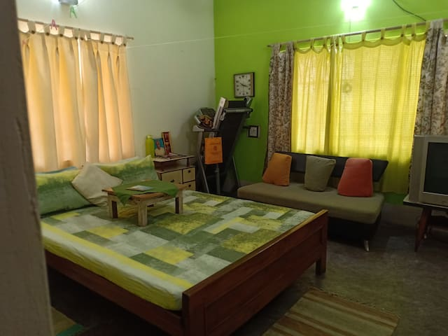 Green bedroom for 2