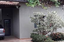Garagem e entrada principal