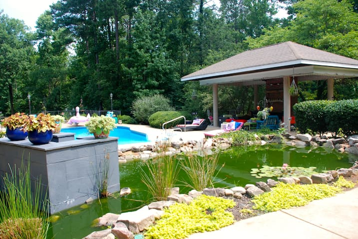 West Point Lake LaGrange 4/5 waterfront-pool+more