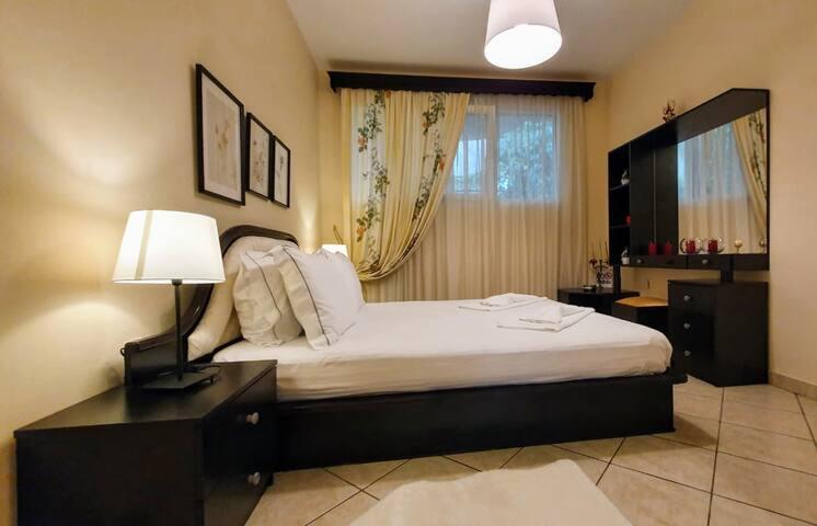 Eva's Luxury Apartment With Garden
