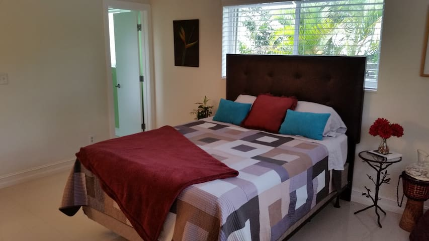 Spacious and Sparkling Clean- Central Location