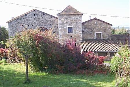 Neben Taize-  Charakter Steinhaus - Chissey-lès-Mâcon