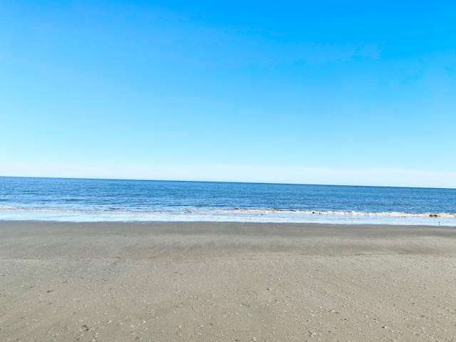 Hilton Head Resort - Walk to beach!