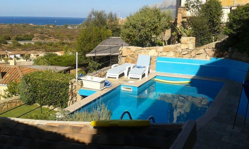 Porzione di villa con piscina,4 posti letto - Loiri Porto San Paolo - Villa