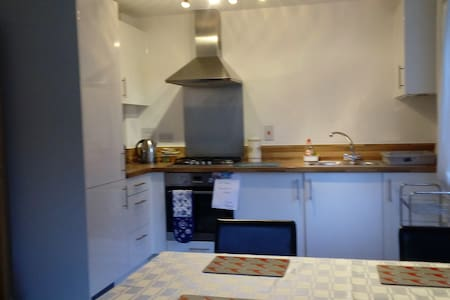 Relaxed and homely - Egham - Apartment - 2