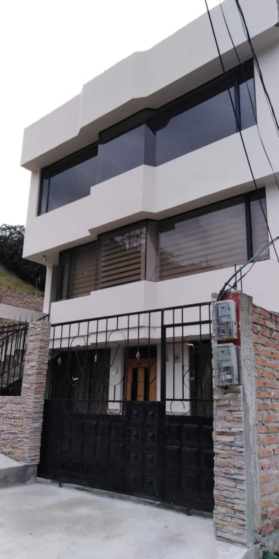Alojamiento cerca al Centro  de Tulcán y Colombia