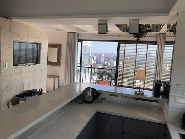 Luxury 1BR Unit w Stunning L24 Views & Big Balcony