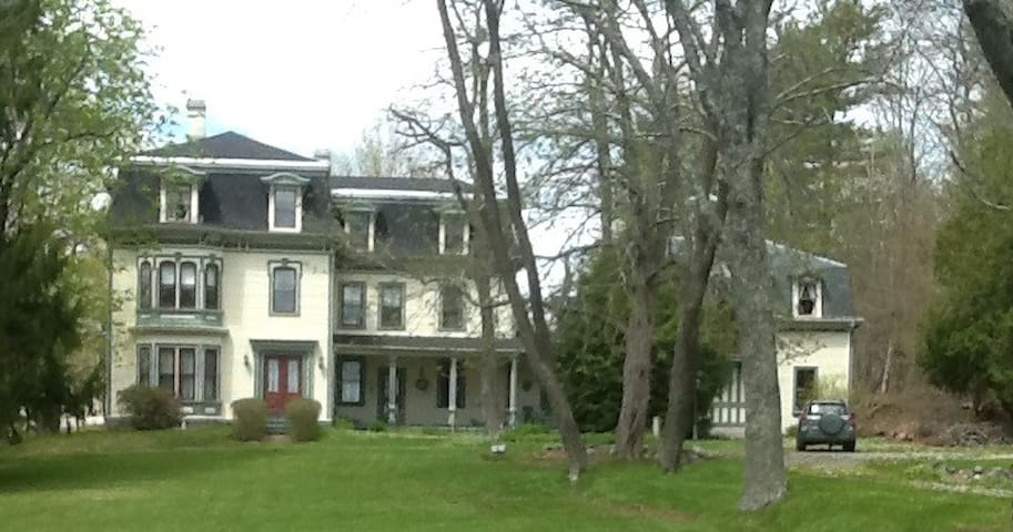 Historic Sea Captain's Mansion - Searsport - Ev