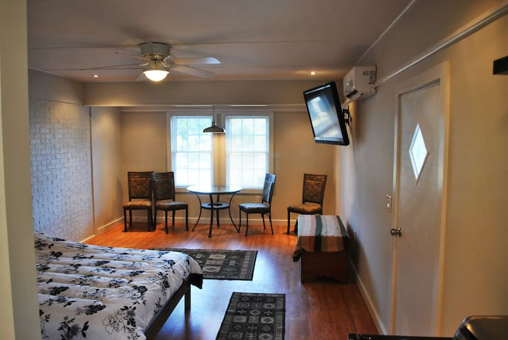 Large studio at Buccaneer Bay. - Oriental - Byt