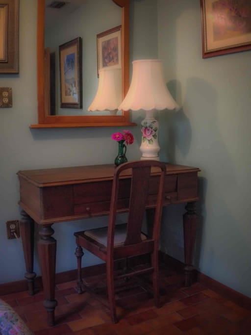 Writing desk in Azalea Room.