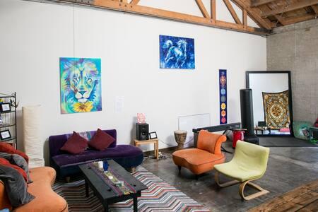 Artist Loft w/Cozy Charm + Parking - Los Angeles - Loft