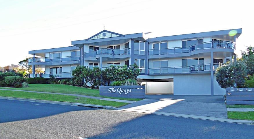 Quays 6 - Views & location
