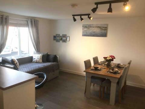 Luxury & Stylish Modern Marina Apartment G / Floor