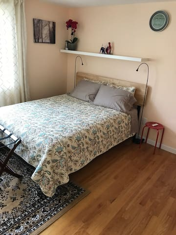 3 Bedroom 2nd Floor Unit - commute to Boston