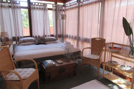 Bright sunny peaceful with en-suite - เคปทาวน์