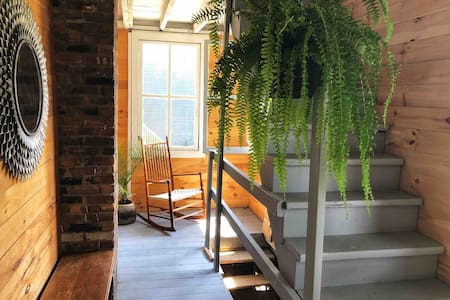 Sun-Drenched Home Steps From Warren