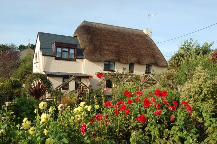 Glen Cottage-South Cornwall-thatched cottage annex