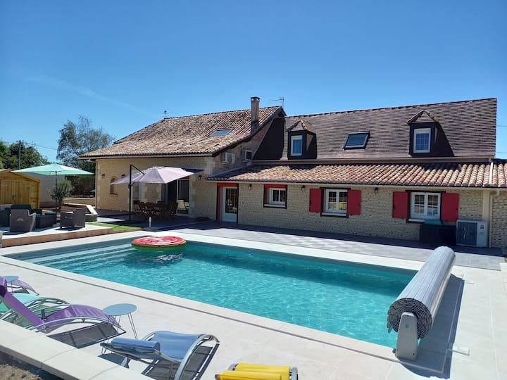 Grande maison avec piscine privée proche Bergerac