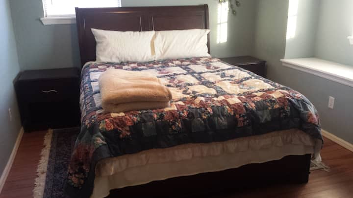 Germany Room (Queen bed)@The EuroHouse