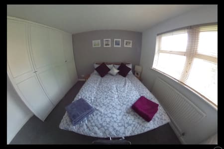 Double bedroom with en-suite and parking