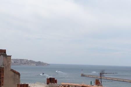 Grand studio Vieux-Port vue mer et très calme S-O - Marseille - Apartment