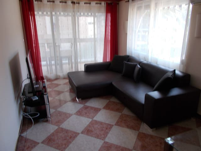 2 dormitorios piso con piscina, parking, wifi