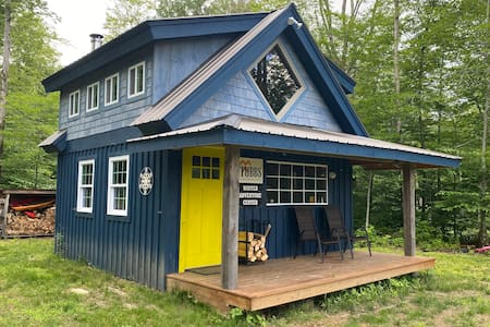 Off grid cabin in the woods!