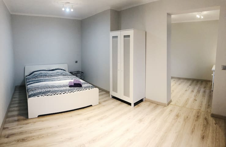 (M) New studio 15 min from center FREE PARKING
