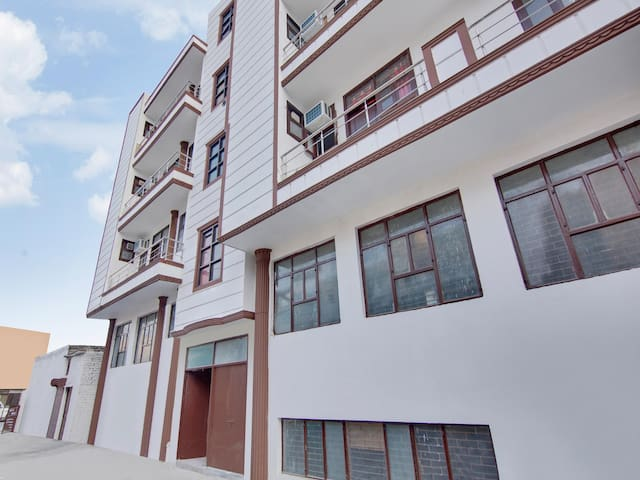 OYO - Home Away From Home-1BR Abode w/ Free WiFi