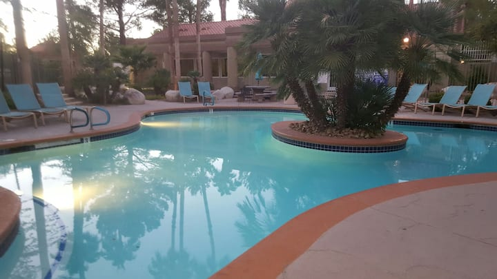2 b/2 b near the STRIP, UNLV, airport, & shopping