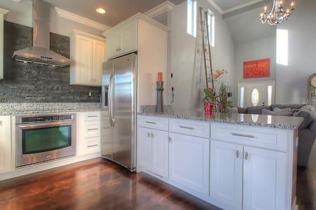 Spacious, Clean, Comfy. Entire House Available! - Lexington - Dům