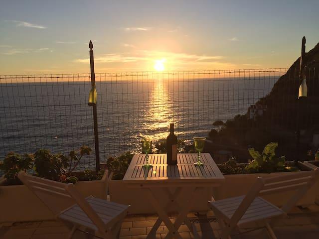 Terrazza sul mare Cinque Terre, Sciacchetrà room - Riomaggiore - Villa