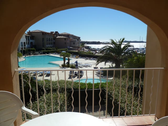 Appartement T2 vue mer piscine parking