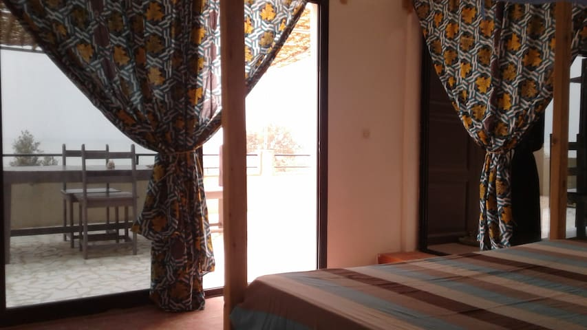 """Assaman"", Grande chambre, baie vitrée vue sur mer - Toubab Dialao - Casa"