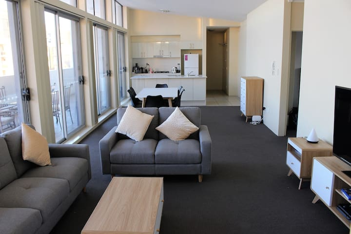 3brm penthouse 16/Lift/Free 2 parking/Aircon/Wifi