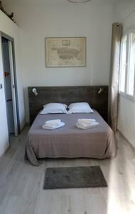 Belle chambre+petit déjeuner/vue mer et montagne