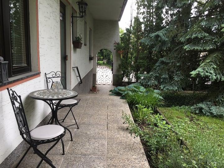 Апартамент с 1 спальней, садом и отдельным входом