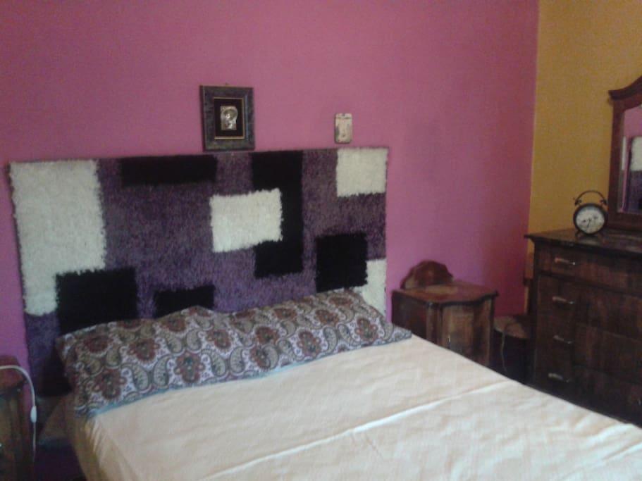 Маленькая спальня с двухспальней кроватью