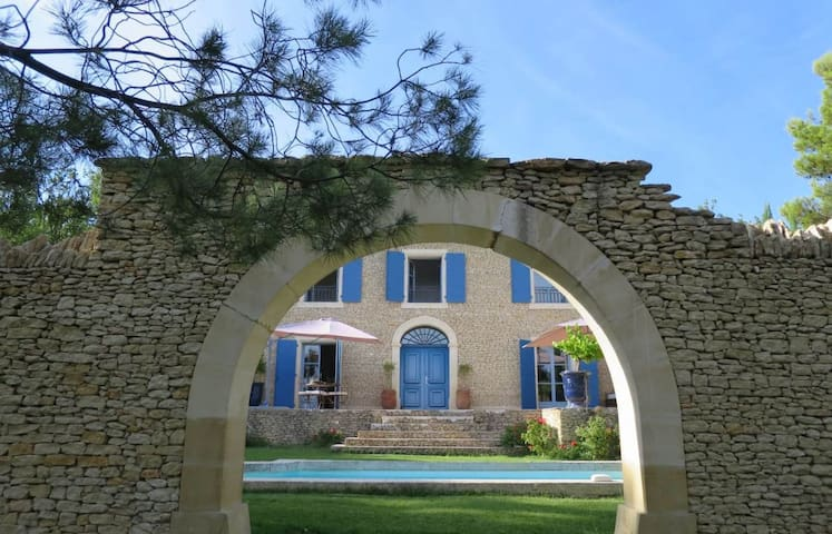 Amazing villa near Gordes - Murs - วิลล่า