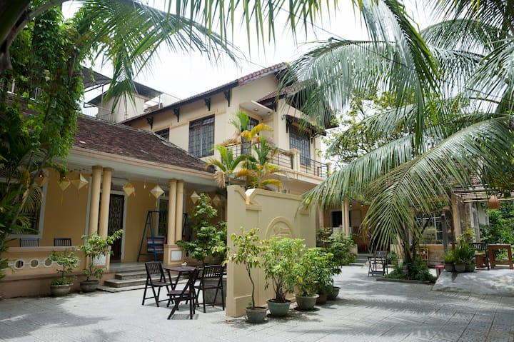 Lovely Family Room & terrace★ 3min to Hue Citadel
