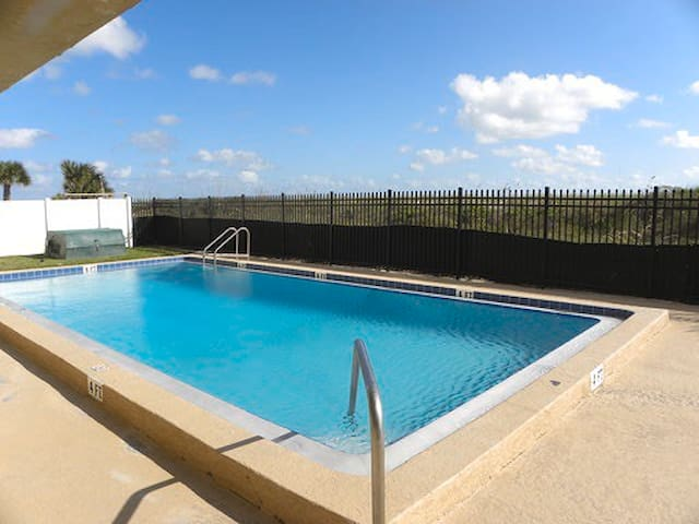 BEACH FRONT PROPERTY WITH POOL 3E