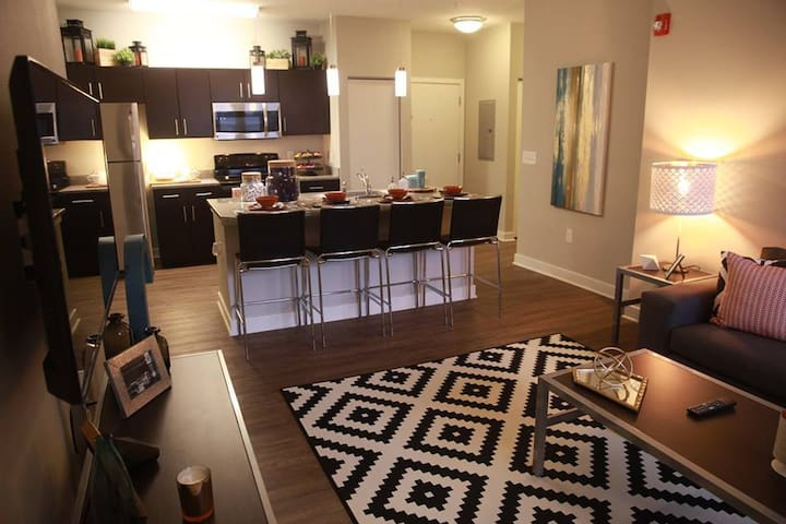 Brand New Apartment Near the center of Campus! - Urbana - Apartamento