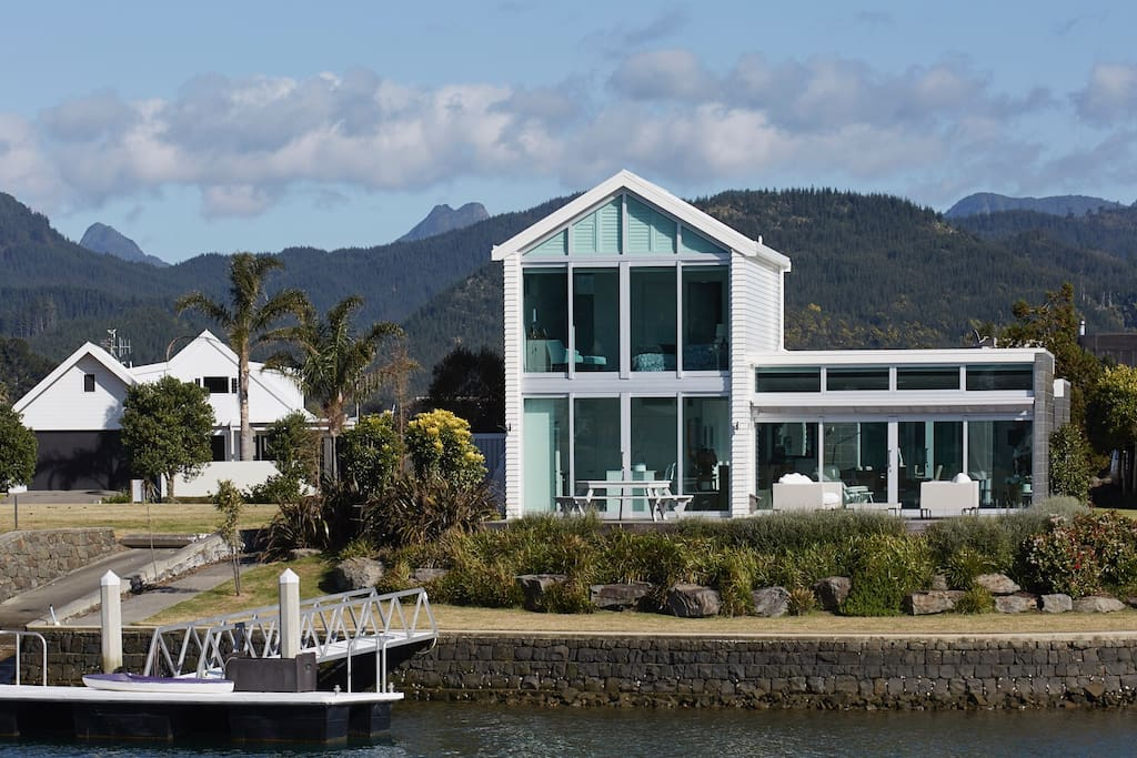 fabulous new waterways home h user zur miete in pauanui. Black Bedroom Furniture Sets. Home Design Ideas