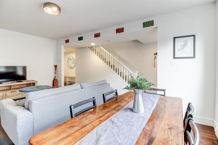 Signal Hill Row House - New Listing!